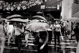 Stream and Umbrellas, 34th St. - street photography by Markus Hartel, New York