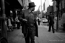 Turning - street photography by Markus Hartel, New York
