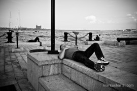 Napping at the Boston Harbor, street photography by Markus Hartel, New York
