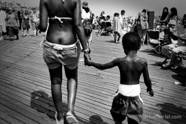 Crack Coney Island - street photography by Markus Hartel, New York