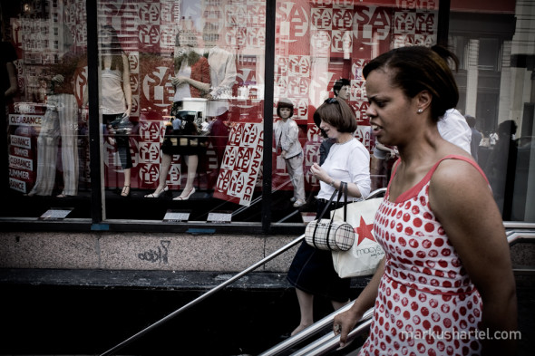 Red Sale - street photography by Markus Hartel, New York