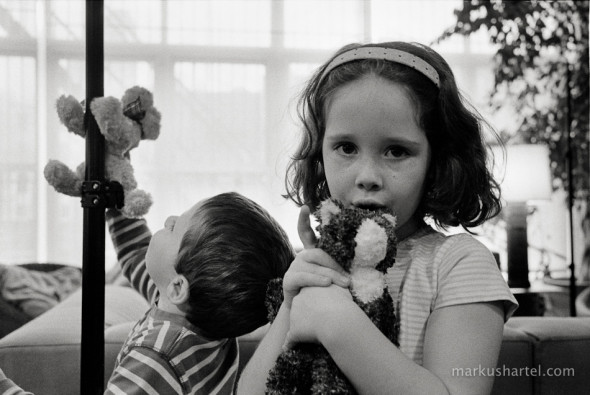 candid family portraits by Markus Hartel, New York